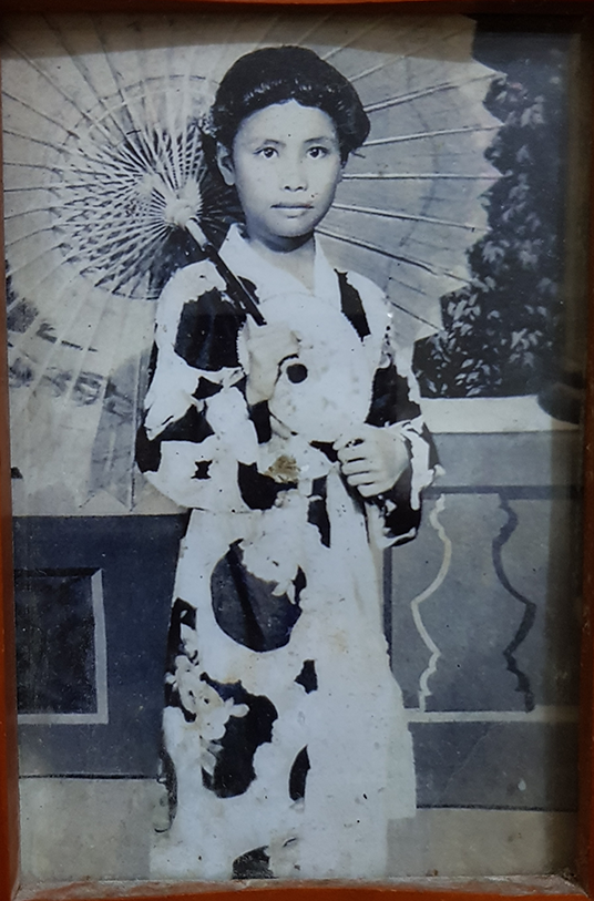 """Aurora Esconde Telic when she was around 10 years old, """"modeling"""" for her uncle's photo studio in downtown Bacolod City."""