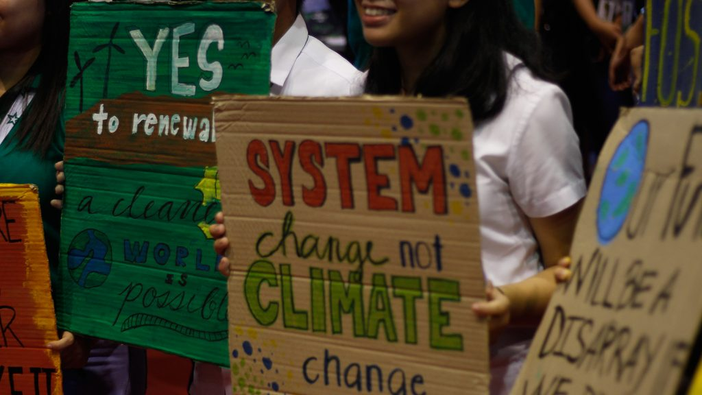 Students join the chant by holding up placards calling for drastic, practical actions ensure the survival of the planet, and consequently, of humankind. Photos by Lourdes Rae Antenor, Text by Hannah A. Papasin