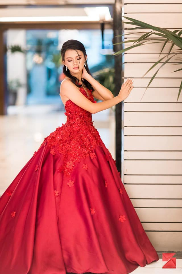 Red for passion. Apol doesn't spare any expense when it comes to designing, and it show. Photo by SKT Digital from the designer's Facebook page