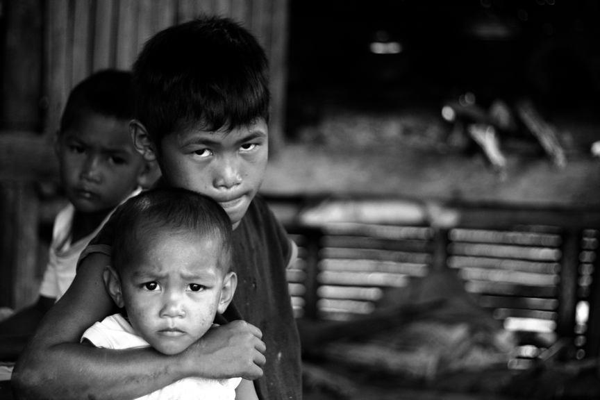 Children in a Negros hacienda wait for rice to cook in a dirty kitchen in the town of Murcia in 2012. The desperate condition of children in the 80s was what sparked alternative people-to-people trading between Japan and the Alter Trade Corporation in the Philippines. | Photo by Julius D. Mariveles