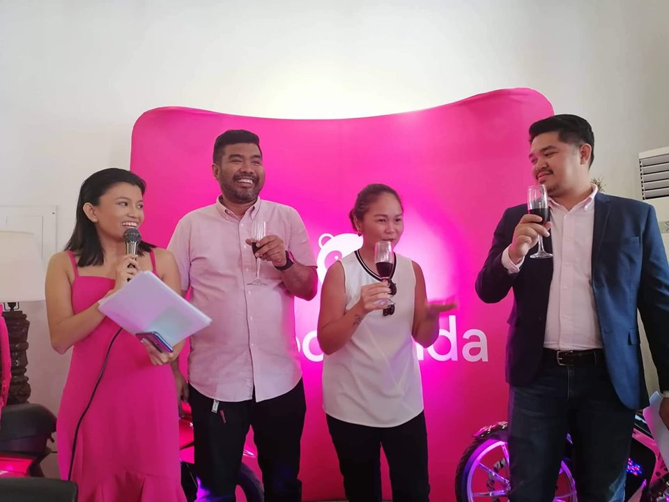 The foodpanda team (second from right) City Manager for Bacolod Ronald Tarrosa, Senior Marketing Manager Cheena Abellon, and Head of Expansion Argie Muyco with host (rightmost) Sheann Severino toast the arrival of the food delivery service in Bacolod. | Photo and text by Jose Aaron Abinosa.