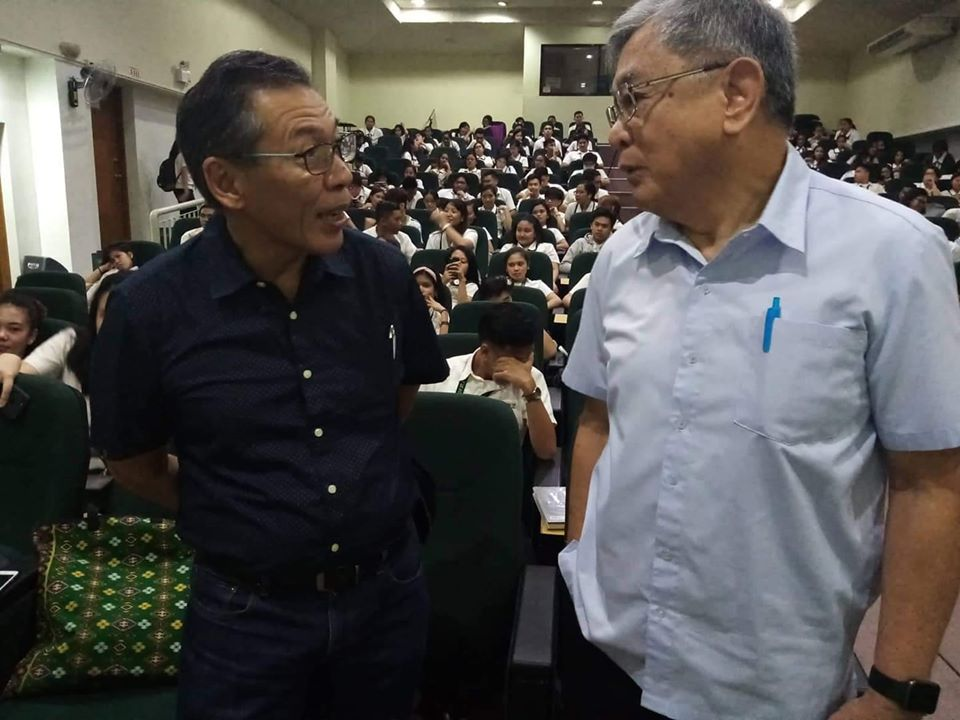 Human rights lawyer Chel Diokno converses with former Negros Occidental Gov. Rafael Coscolluela. Diokno is in University of St. La Salle MM Audi B for the Jose W. Diokno Lecture Series V 2.0 organized by the USLS Political and Science Department. I Photo by Hannah A. Papasin