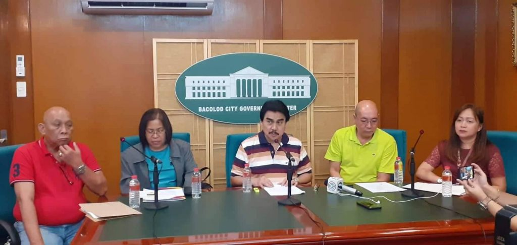 87 percent cleared: Mayor Evelio Leonatdia, center, with Vice Mayor El Cid Familiaran, second from right, DILG chief Mary Joy Madayag, second from left, with executive assistant Butch Soliguen, first from left. | Photo by Neska A. Centina
