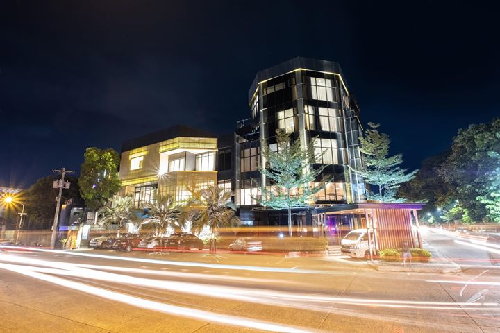 Roost Hotel is Located at Atrio Bldg., BS Aquino Drive, Corner Aguinaldo St., Bacolod City, Roost Hotel is also home to Primos Restaurant and Derm V Skin Institute.