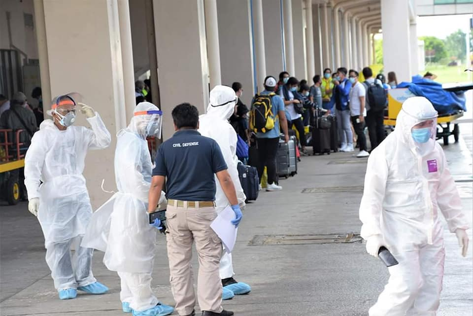 Seventy-six stranded Negrenses and OFWs arrived at the Bacolod Silay Airport today, 24 May, 2020. All of them were sent to Mambukal Mountain Resort to undergo a 14-day mandatory quarantine and will all be tested for possible Covid19 infection, information from Provincial Government of Negros Occidental says. Their arrival was facilitated by Gov. Eugenio Lacson, the Provincial Government and Provincial Inter-Agency Task Force. | Photo and text from Negros Occidental Provincial Government Facebook page