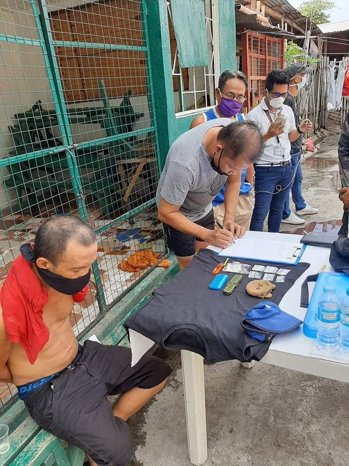 Shabu delivery. The suspected drug peddler, left, after he was arrested by police. | Photo courtesy of BCPO