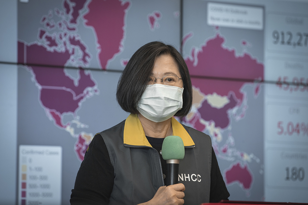 "President Tsai Ing-wen inspects the Central Epidemic Command Center on April 2, 2020. | ""04.02 總統視察「中央流行疫情指揮中心」"" by 總統府 is licensed under CC BY 2.0"